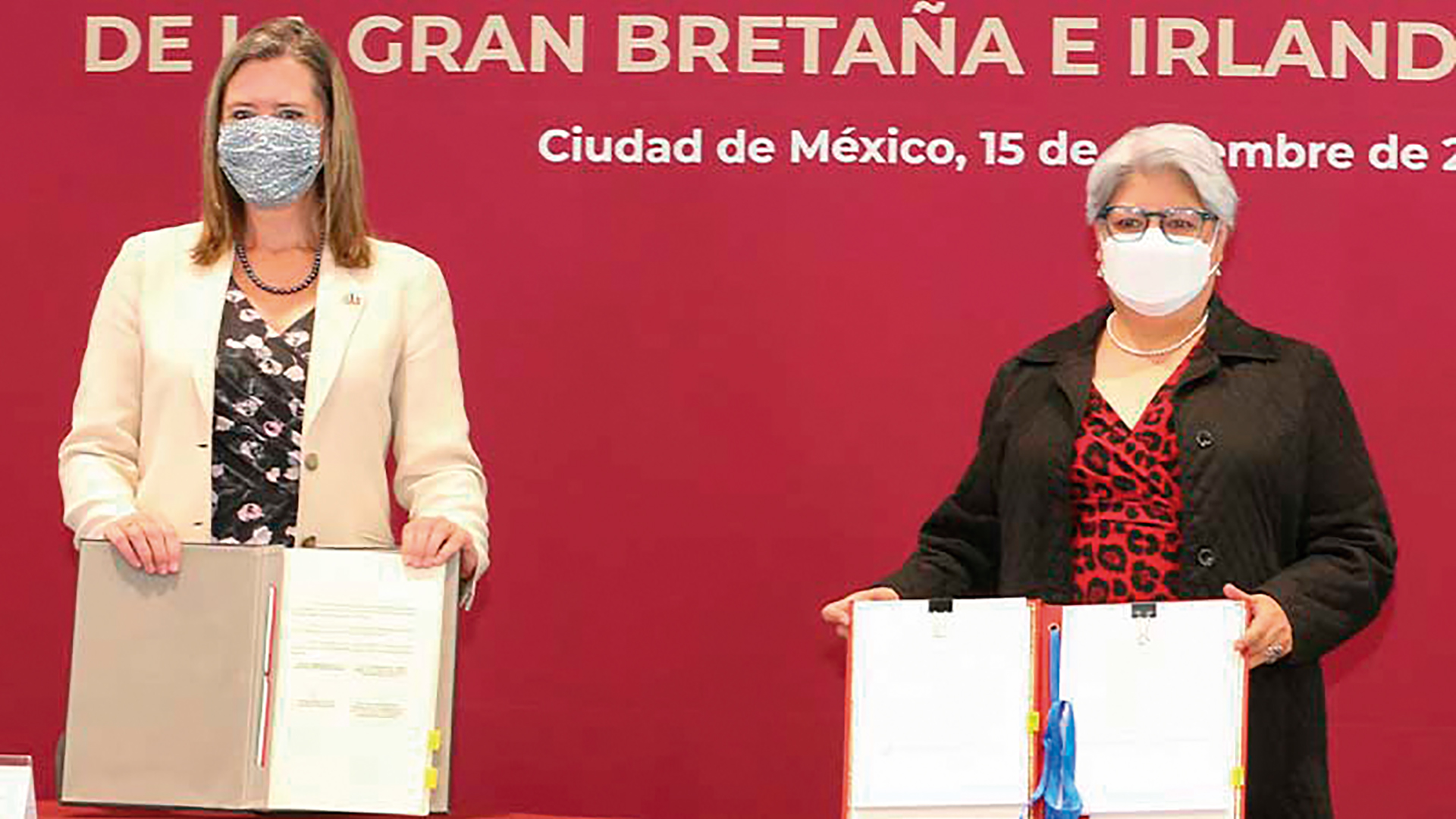 La Excma. Sra. Corin Robertson, Embajadora del Reino Unido y Graciela Márquez, Secretaria de Economía.